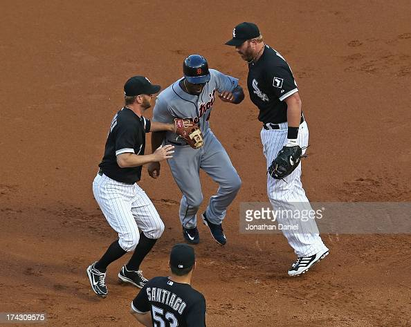 Jeff Keppinger of the Chicago White Sox apparently tags out Torii Hunter of the Detroit Tigers in a 1st inning rundown but Adam Dunn is called for...