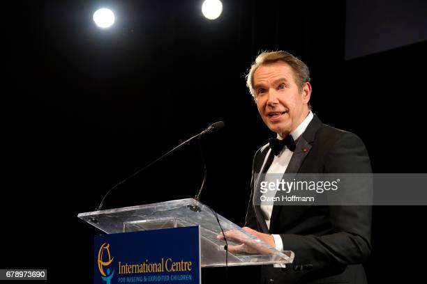 Jeff Koons speaks at International Centre for Missing Exploited Children 2017 Gala for Child Protection at Gotham Hall on May 4 2017 in New York City
