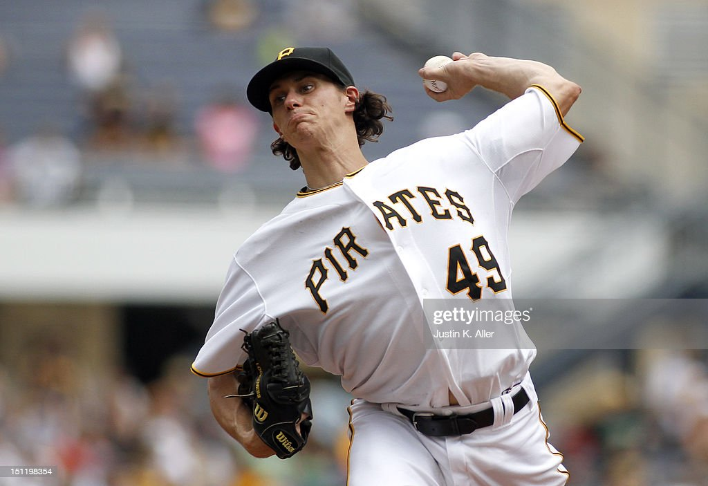 Jeff Locke #49 of the Pittsburgh Pirates pitches against the Houston Astros during the game on September 3, 2012 at PNC Park in Pittsburgh, Pennsylvania.