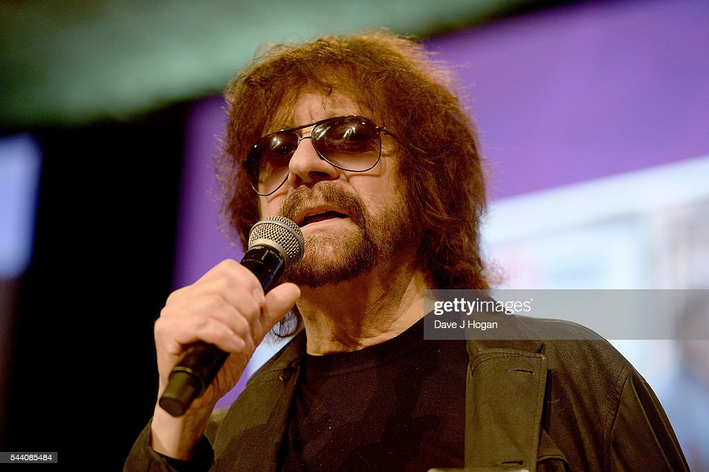 Jeff Lynne accepts the Icon Award on stage during the Nordoff Robbins O2 Silver Clef Awards on July 1, 2016 in London, United Kingdom.