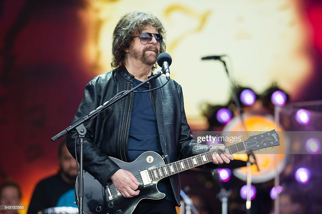 <a gi-track='captionPersonalityLinkClicked' href=/galleries/search?phrase=Jeff+Lynne&family=editorial&specificpeople=1573357 ng-click='$event.stopPropagation()'>Jeff Lynne</a> from ELO performs on The Pyramid Stage, Glastonbury Festival 2016 at Worthy Farm, Pilton on June 26, 2016 in Glastonbury, England.