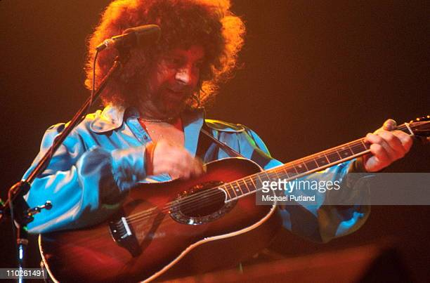 Jeff Lynne of Electric Light Orchestra ELO performs on stage February 1977 London