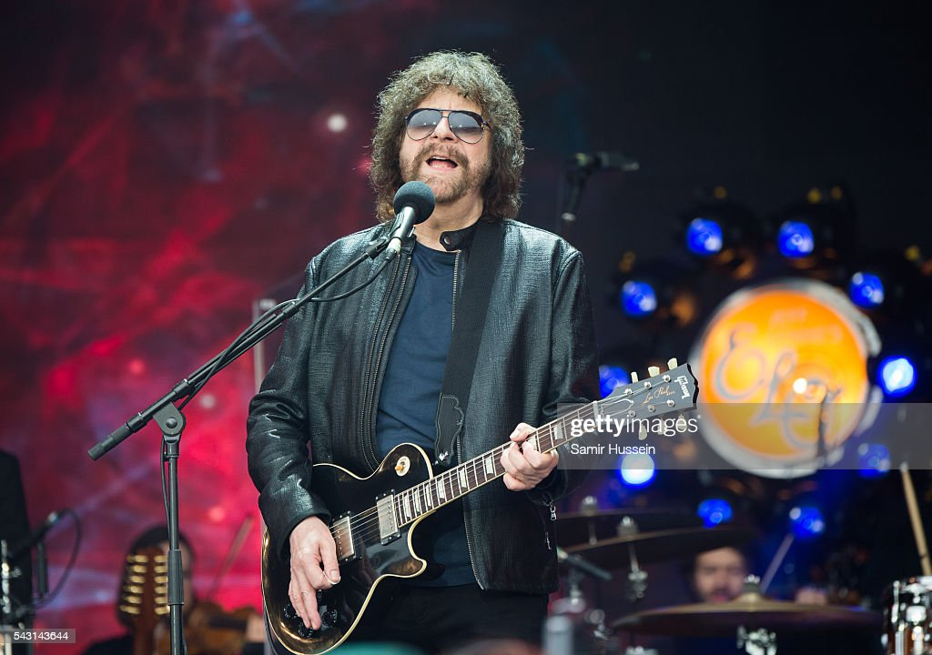 <a gi-track='captionPersonalityLinkClicked' href=/galleries/search?phrase=Jeff+Lynne&family=editorial&specificpeople=1573357 ng-click='$event.stopPropagation()'>Jeff Lynne</a> of ELO performs on the Pyramid Stage at Glastonbury Festival 2016 at Worthy Farm, Pilton on June 26, 2016 in Glastonbury, England.