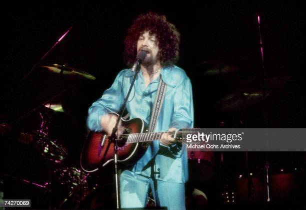 Jeff Lynne of The Electric Light Orchestra performs live at the Forum in January 1977 in Inglewood California