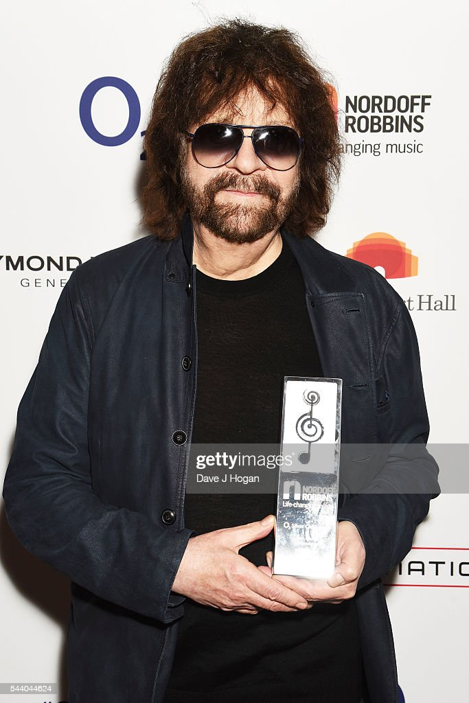<a gi-track='captionPersonalityLinkClicked' href=/galleries/search?phrase=Jeff+Lynne&family=editorial&specificpeople=1573357 ng-click='$event.stopPropagation()'>Jeff Lynne</a> poses with the Icon Award during the Nordoff Robbins O2 Silver Clef Awards on July 1, 2016 in London, United Kingdom.
