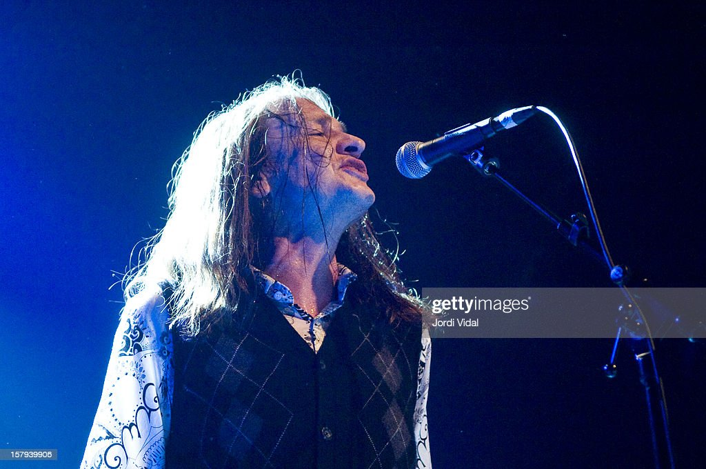Jeff McDonald of Redd Kross performs on Day 2 of the Primavera Club Festival at Arteria Paral.lel on December 7, 2012 in Barcelona, Spain.