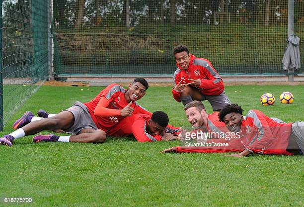 Jeff ReineAdelaide Alex Iwobi Donyell Malen Shkodran Mustafi and Ainsley MaitlandNiles of Arsenal during a training session at London Colney on...