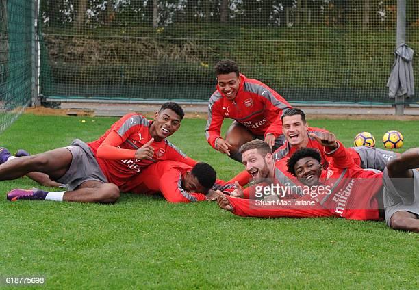 Jeff ReineAdelaide Alex Iwobi Donyell Malen Shkodran Mustafi Granit Xhaka and Ainsley MaitlandNiles of Arsenal during a training session at London...