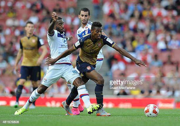Jeff ReineAdelaide of Arsenal breaks past Alexandre Lacazette of Lyon during the match between Arsenal and Olympique Lyonnais at Emirates Stadium on...