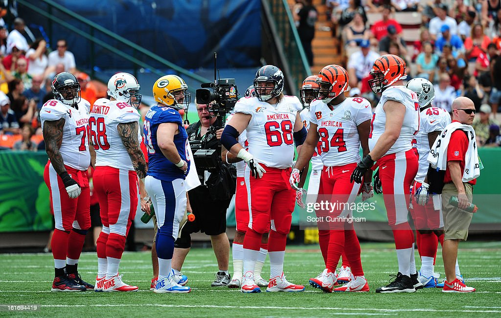 Jeff Saturday #63 of the Green Bay Packers huddles with the AFC team against the National Football Conference team during the 2013 Pro Bowl at Aloha Stadium on January 27, 2013 in Honolulu, Hawaii