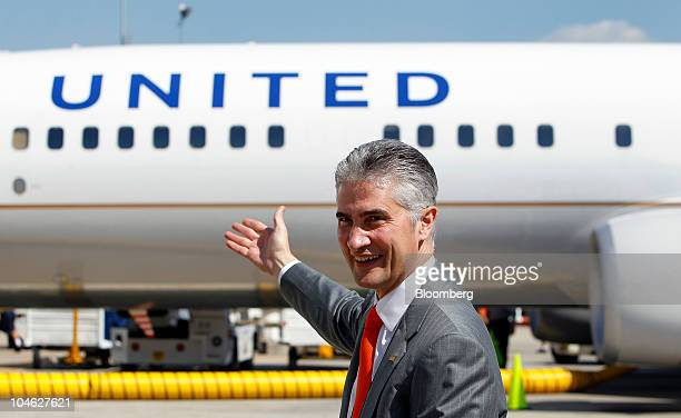 Jeff Smisek chief executive officer of United Continental Holdings Inc points to a Boeing Co 737924 extended range jet bearing United Airlines livery...