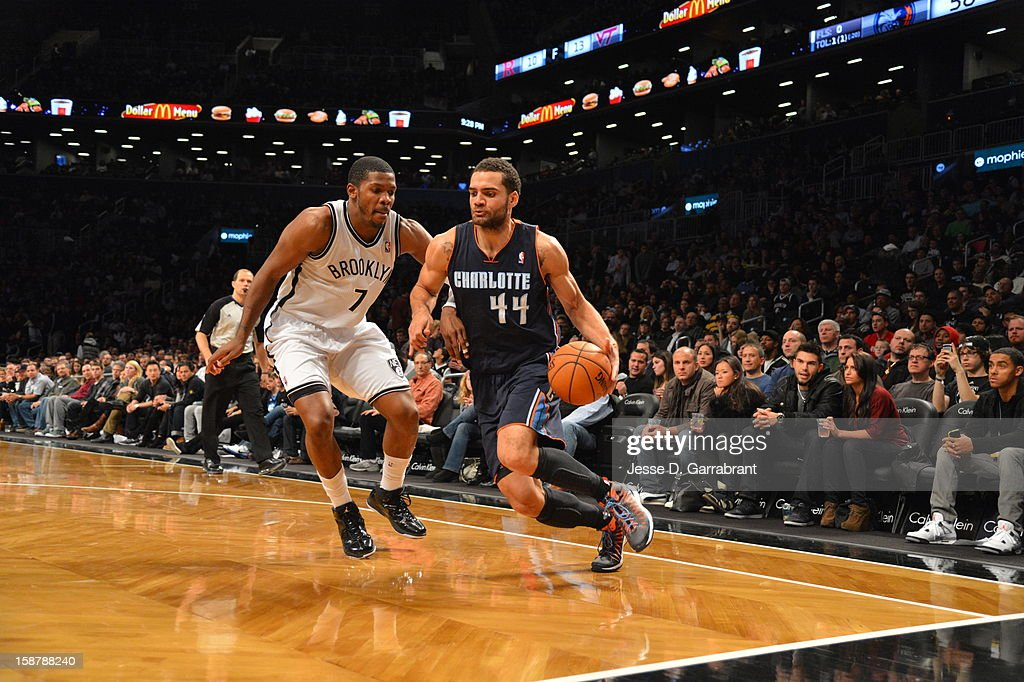 Jeff Taylor #44 of the Charlotte Bobcats drives to the basket against <a gi-track='captionPersonalityLinkClicked' href=/galleries/search?phrase=Joe+Johnson+-+Giocatore+di+basket&family=editorial&specificpeople=201652 ng-click='$event.stopPropagation()'>Joe Johnson</a> #7 of the Brooklyn Nets during the game at the Barclays Center on December 28, 2012 in Brooklyn, New York.
