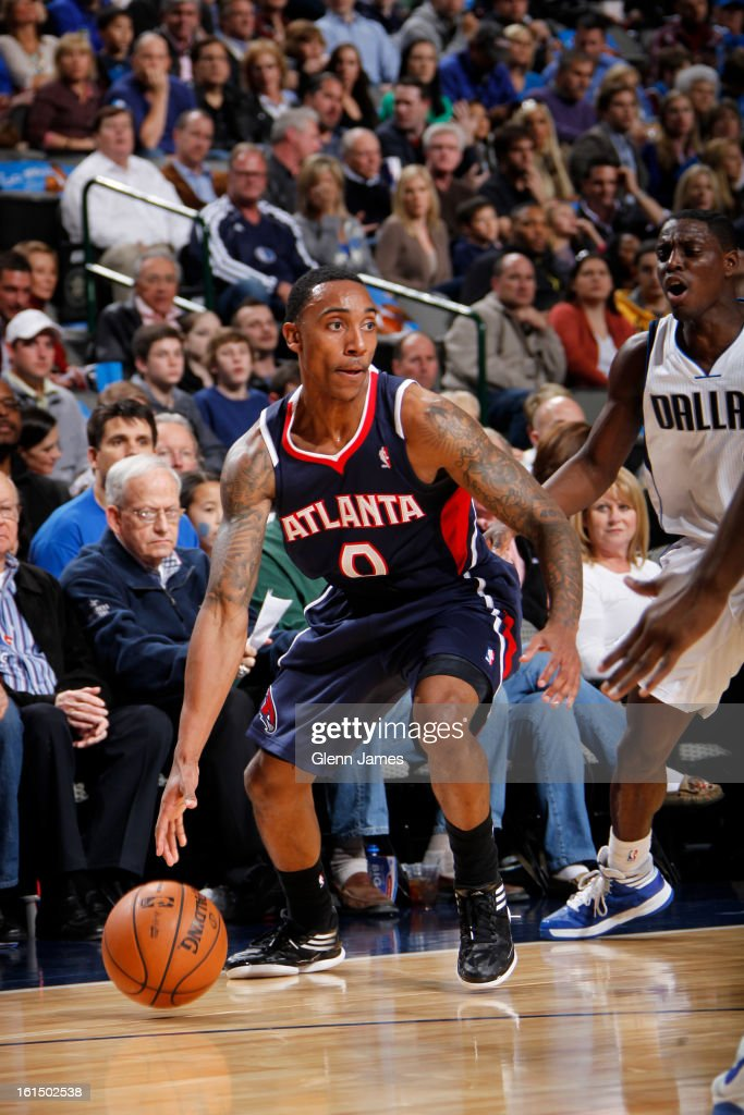 <a gi-track='captionPersonalityLinkClicked' href=/galleries/search?phrase=Jeff+Teague&family=editorial&specificpeople=4680498 ng-click='$event.stopPropagation()'>Jeff Teague</a> #0 of the Atlanta Hawks drives against the Dallas Mavericks on February 11, 2013 at the American Airlines Center in Dallas, Texas.