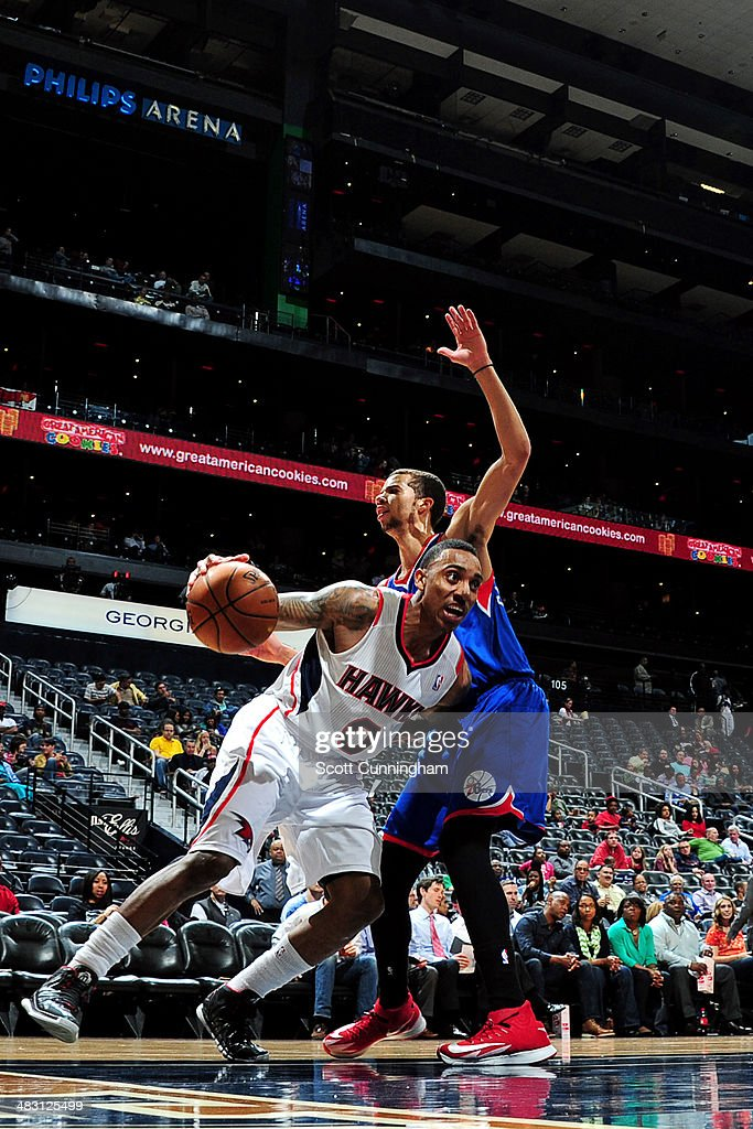 <a gi-track='captionPersonalityLinkClicked' href=/galleries/search?phrase=Jeff+Teague&family=editorial&specificpeople=4680498 ng-click='$event.stopPropagation()'>Jeff Teague</a> #0 of the Atlanta Hawks drives against the Philadelphia 76ers on March 31, 2014 at Philips Arena in Atlanta, Georgia.