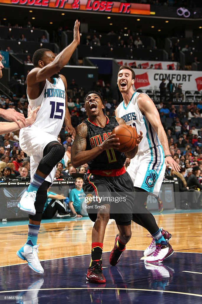 Jeff Teague #0 of the Atlanta Hawks drives to the basket during the game against the Charlotte Hornets on January 13, 2016 at Time Warner Cable Arena in Charlotte, North Carolina.