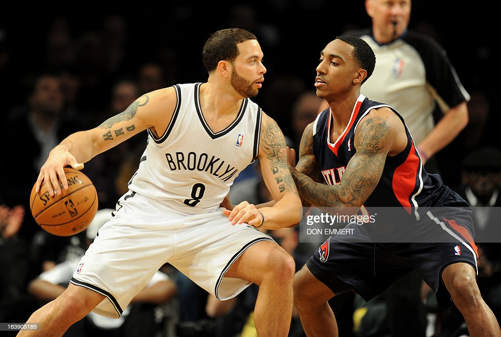 Jeff Teague (L) of the Atlanta Hawks guards Brooklyn Nets Deron Williams March 17, 2013 at the Barclay Center in New York.
