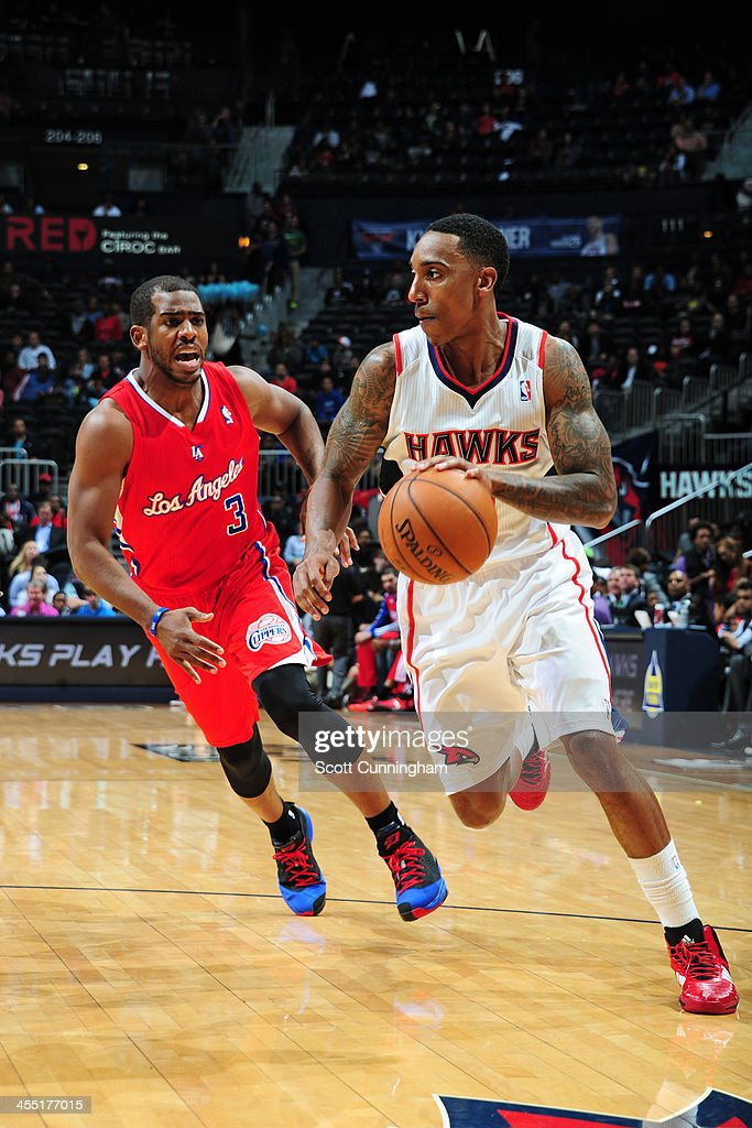 <a gi-track='captionPersonalityLinkClicked' href=/galleries/search?phrase=Jeff+Teague&family=editorial&specificpeople=4680498 ng-click='$event.stopPropagation()'>Jeff Teague</a> #0 of the Atlanta Hawks handles the ball against <a gi-track='captionPersonalityLinkClicked' href=/galleries/search?phrase=Chris+Paul&family=editorial&specificpeople=212762 ng-click='$event.stopPropagation()'>Chris Paul</a> #3 of the Los Angeles Clippers on December 4, 2013 at Philips Arena in Atlanta, Georgia.