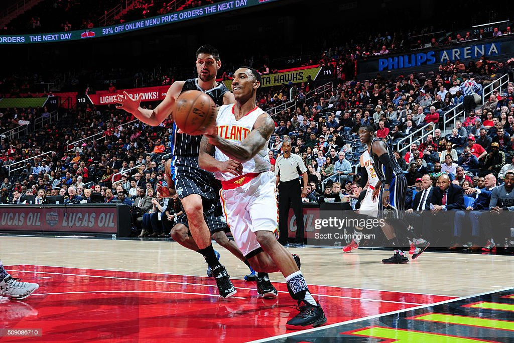 <a gi-track='captionPersonalityLinkClicked' href=/galleries/search?phrase=Jeff+Teague&family=editorial&specificpeople=4680498 ng-click='$event.stopPropagation()'>Jeff Teague</a> #0 of the Atlanta Hawks handles the ball against the Orlando Magic on February 8, 2016 at Philips Arena in Atlanta, Georgia.