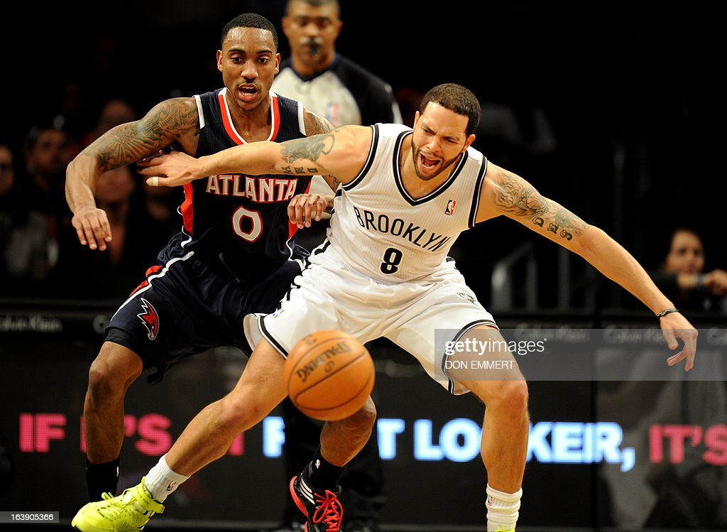 Jeff Teague (L) of the Atlanta Hawks tries to steal the ball from Brooklyn Nets Deron Williams March 17, 2013 at the Barclay Center in New York. AFP PHOTO / DON EMMERT