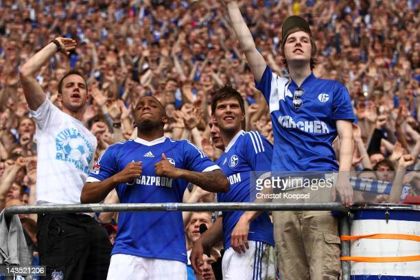 Jefferson Farfan and KlaasJan Huntelaar of Schalke celebrate with the fans after winning 40 the Bundesliga match between FC Schalke 04 and Hertha BSC...