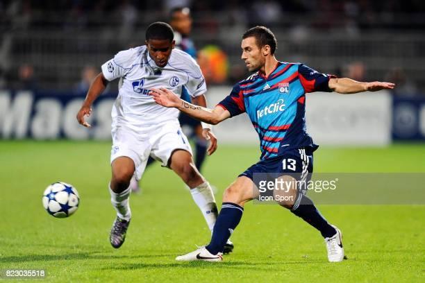 Jefferson FARFAN / Anthony REVEILLERE Lyon / Schalke 04 1er journee de Ligue des Champions