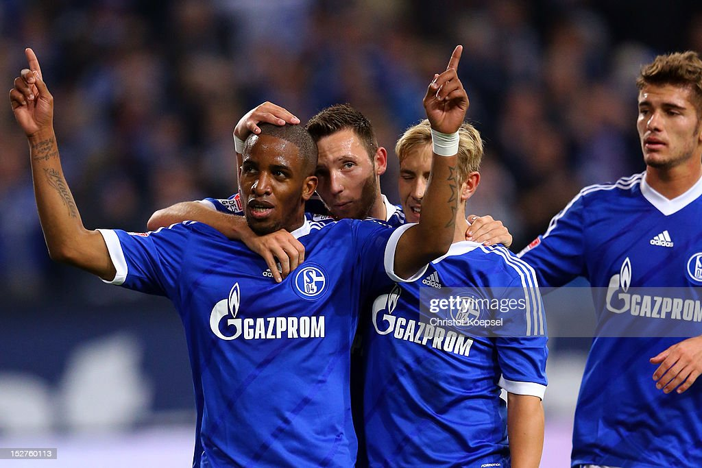 <a gi-track='captionPersonalityLinkClicked' href=/galleries/search?phrase=Jefferson+Farfan&family=editorial&specificpeople=791155 ng-click='$event.stopPropagation()'>Jefferson Farfan</a> celebrates the first goal with Marco Hoeger, <a gi-track='captionPersonalityLinkClicked' href=/galleries/search?phrase=Lewis+Holtby&family=editorial&specificpeople=5351202 ng-click='$event.stopPropagation()'>Lewis Holtby</a> and Roman Neustaedter of Schalke during the Bundesliga match between FC Schalke 04 and FSV Mainz at Veltins-Arena on September 25, 2012 in Gelsenkirchen, Germany.