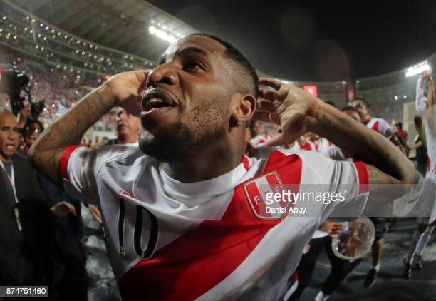Jefferson Farfan of Peru celebrates the qualification after the second leg match between Peru and New Zealand as part of the 2018 FIFA World Cup...