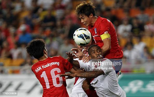 Jefferson Farfan of Peru compete for the ball with Han KookYoung of South Korea during the international friendly match between South Korea and Peru...