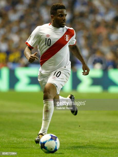 Jefferson Farfan of Peru drives the ball during a match between Argentina and Peru as part of FIFA 2018 World Cup Qualifiers at Estadio Alberto J...