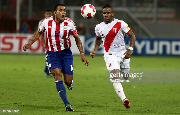 Jefferson Farfan of Peru struggles for the ball with Paulo da Silva of Paraguay during a match between Peru and Paraguay as part of FIFA 2018 World...