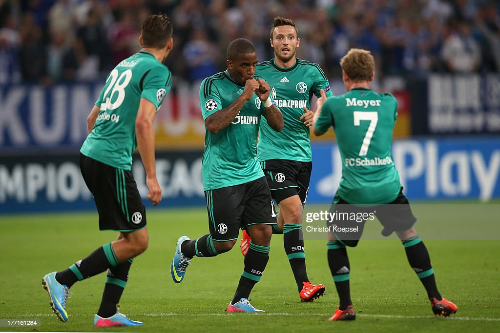 <a gi-track='captionPersonalityLinkClicked' href=/galleries/search?phrase=Jefferson+Farfan&family=editorial&specificpeople=791155 ng-click='$event.stopPropagation()'>Jefferson Farfan</a> of Schalke (2nd L) celebrates the first goal with <a gi-track='captionPersonalityLinkClicked' href=/galleries/search?phrase=Adam+Szalai&family=editorial&specificpeople=2344504 ng-click='$event.stopPropagation()'>Adam Szalai</a> (L), <a gi-track='captionPersonalityLinkClicked' href=/galleries/search?phrase=Marco+Hoeger&family=editorial&specificpeople=6872414 ng-click='$event.stopPropagation()'>Marco Hoeger</a> (3rd L) and Max Meyer of Schalke (R) during the UEFA Champions League Play-off first leg match between FC Schalke 04 and PAOK Saloniki at Veltins-Arena on August, 21, 2013 in Gelsenkirchen, Germany.