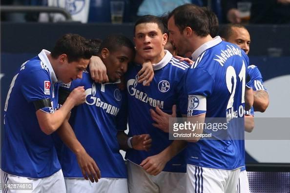 Jefferson Farfan of Schalke celebrates the first goal with Julnian Draxler Kyriakos Papadopoulos and Christoph Metzelder of Schalke during the...