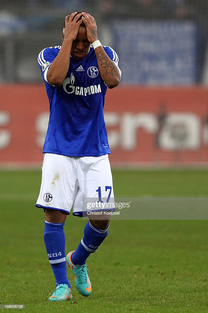 <a gi-track='captionPersonalityLinkClicked' href=/galleries/search?phrase=Jefferson+Farfan&family=editorial&specificpeople=791155 ng-click='$event.stopPropagation()'>Jefferson Farfan</a> of Schalke looks dejected after the second goal of Mainz during the DFB cup round of sixteen match between FC Schalke 04 and FSV Mainz 05 at Veltins-Arena on December 18, 2012 in Gelsenkirchen, Germany.