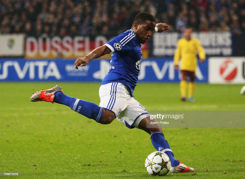 Jefferson Farfan (3rd L) of Schalke scores his team's second goal during the UEFA Champions League group B match between FC Schalke 04 and Arsenal FC at Veltins-Arena on November 6, 2012 in Gelsenkirchen, Germany.