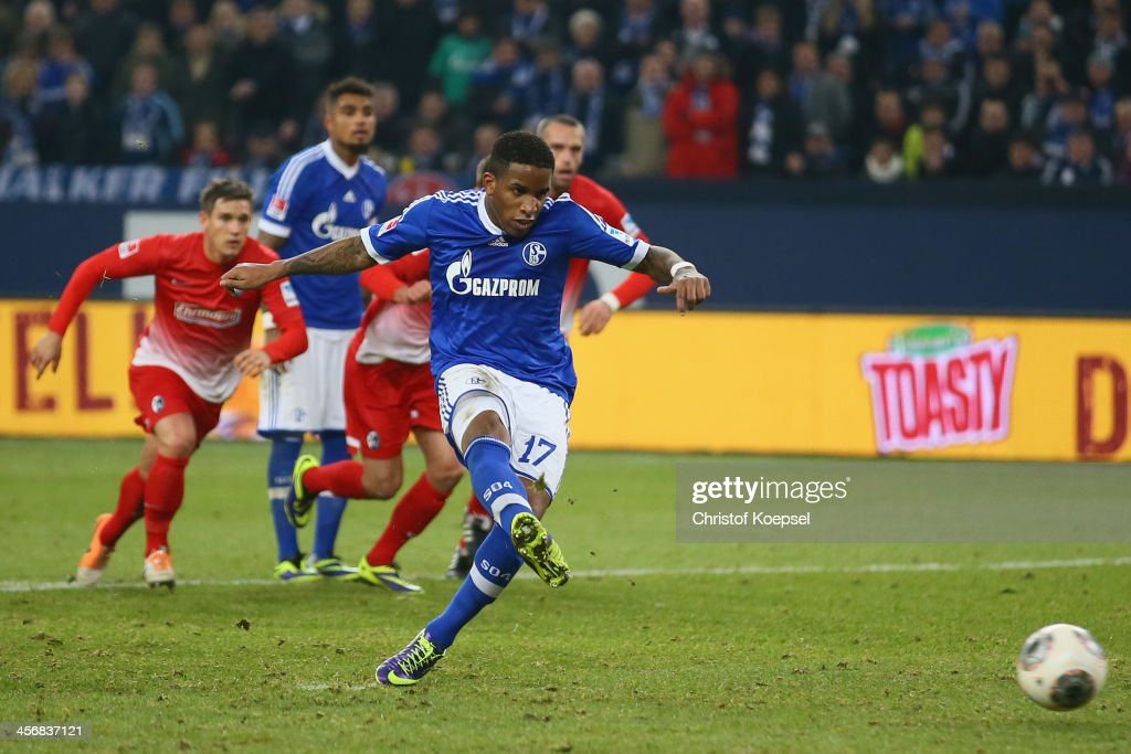 Jefferson Farfan of Schalke scores the second goal by penaltry during the Bundesliga match between FC Schalke 04 and SC Freiburg at VeltinsArena on...