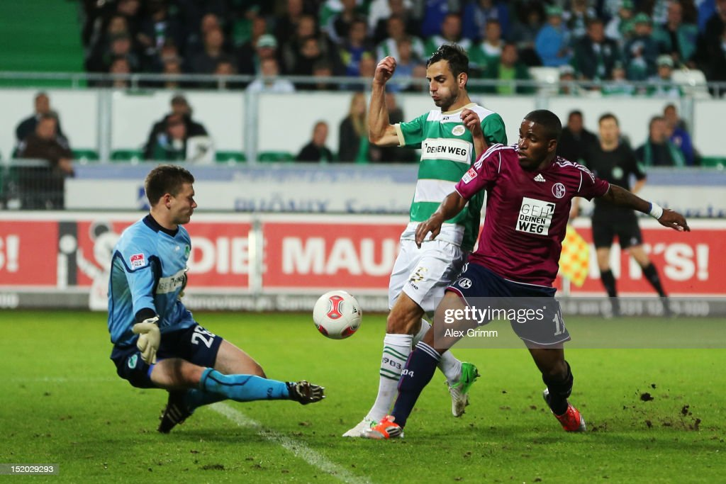 <a gi-track='captionPersonalityLinkClicked' href=/galleries/search?phrase=Jefferson+Farfan&family=editorial&specificpeople=791155 ng-click='$event.stopPropagation()'>Jefferson Farfan</a> of Schalke tries to score against goalkeeper Max Gruen anf <a gi-track='captionPersonalityLinkClicked' href=/galleries/search?phrase=Mergim+Mavraj&family=editorial&specificpeople=4382389 ng-click='$event.stopPropagation()'>Mergim Mavraj</a> of Greuther Fuerth during the Bundesliga match between SpVgg Greuther Fuerth and FC Schalke 04 at Trolli-Arena on September 15, 2012 in Fuerth, Germany.