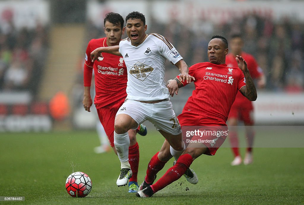 <a gi-track='captionPersonalityLinkClicked' href=/galleries/search?phrase=Jefferson+Montero&family=editorial&specificpeople=4406087 ng-click='$event.stopPropagation()'>Jefferson Montero</a> of Swansea City is challenged by <a gi-track='captionPersonalityLinkClicked' href=/galleries/search?phrase=Nathaniel+Clyne&family=editorial&specificpeople=5738873 ng-click='$event.stopPropagation()'>Nathaniel Clyne</a> of Liverpool during the Barclays Premier League match between Swansea City and Liverpool at The Liberty Stadium on May 1, 2016 in Swansea, Wales.
