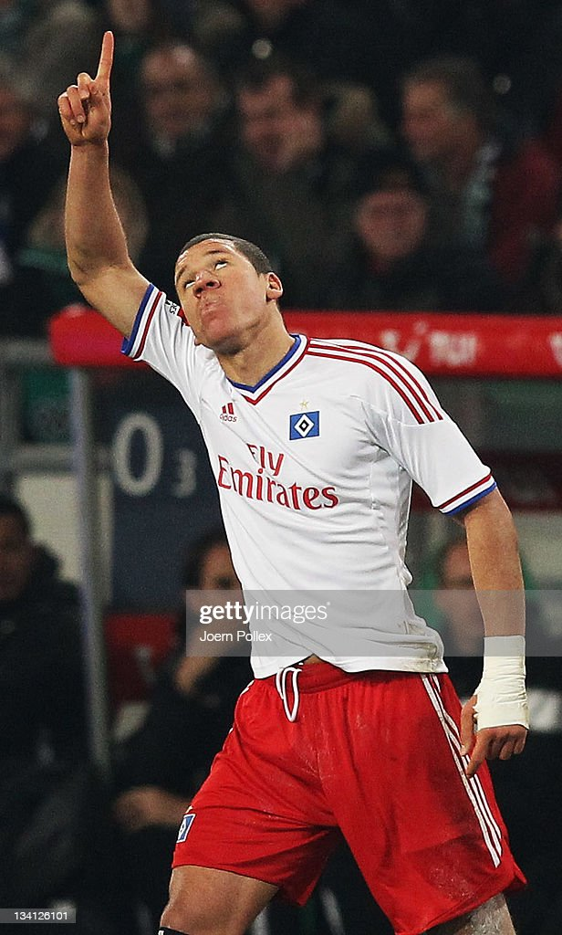 <a gi-track='captionPersonalityLinkClicked' href=/galleries/search?phrase=Jeffrey+Bruma&family=editorial&specificpeople=4508935 ng-click='$event.stopPropagation()'>Jeffrey Bruma</a> of Hamburg celebrates after scoring his team's first goal during the Bundesliga match between Hannover 96 and Hamburger SV at AWD Arena on November 26, 2011 in Hanover, Germany.