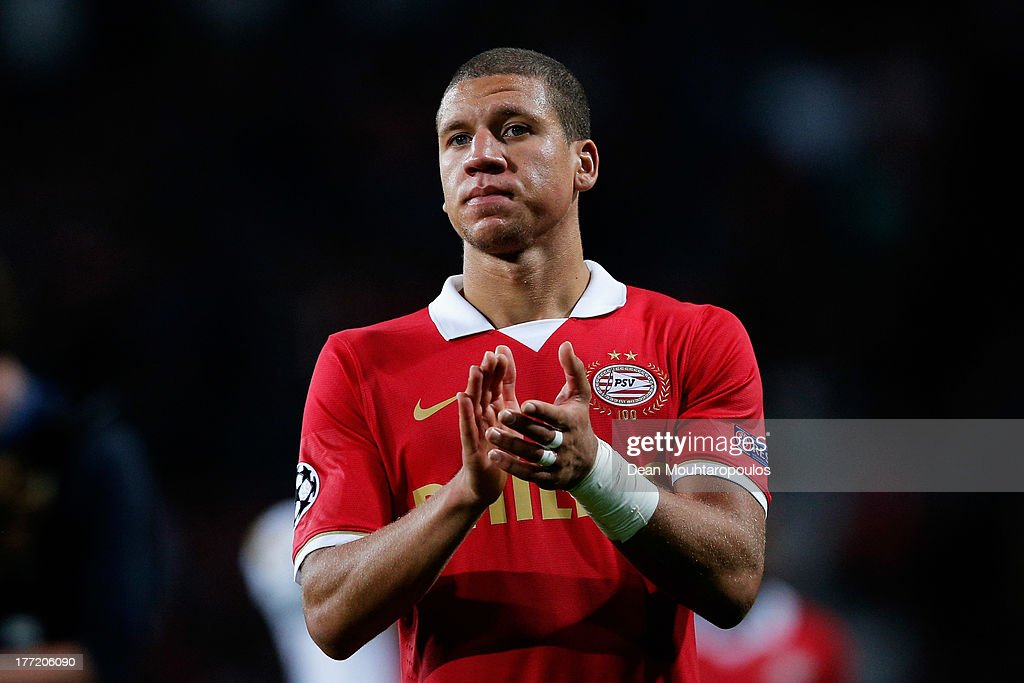 <a gi-track='captionPersonalityLinkClicked' href=/galleries/search?phrase=Jeffrey+Bruma&family=editorial&specificpeople=4508935 ng-click='$event.stopPropagation()'>Jeffrey Bruma</a> of PSV applaudes the fans after the UEFA Champions League Play-off First Leg match between PSV Eindhoven and AC Milan at PSV Stadion on August 20, 2013 in Eindhoven, Netherlands.
