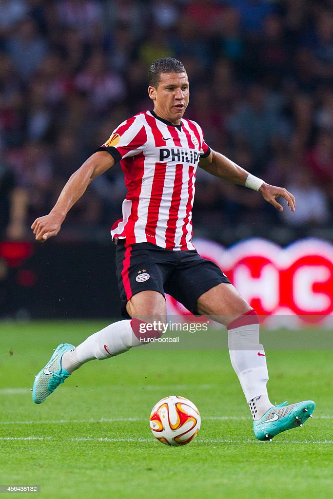 <a gi-track='captionPersonalityLinkClicked' href=/galleries/search?phrase=Jeffrey+Bruma&family=editorial&specificpeople=4508935 ng-click='$event.stopPropagation()'>Jeffrey Bruma</a> of PSV Eindhoven in action during the UEFA Europa League match between PSV Eindhoven and Estoril Praia at the Philips Stadium on September 18, 2014 in Eindhoven,Netherlands.