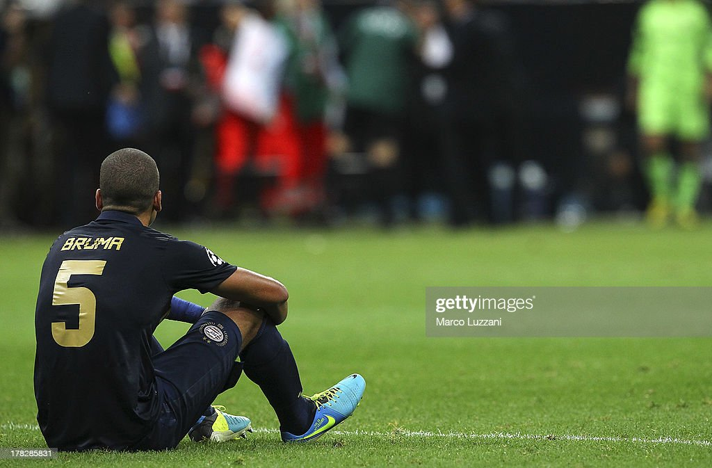 <a gi-track='captionPersonalityLinkClicked' href=/galleries/search?phrase=Jeffrey+Bruma&family=editorial&specificpeople=4508935 ng-click='$event.stopPropagation()'>Jeffrey Bruma</a> of PSV Eindhoven shows his dejection at the end of the UEFA Champions League Play Off Second leg match between AC Milan and PSV Eindhoven at Stadio Giuseppe Meazza on August 28, 2013 in Milan, Italy.
