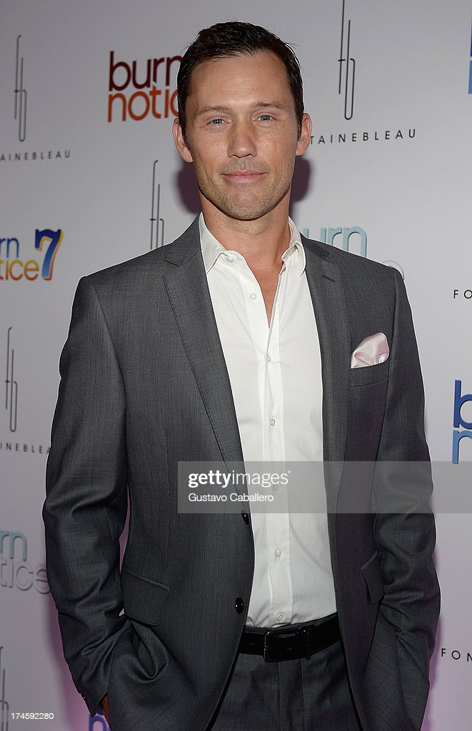 <a gi-track='captionPersonalityLinkClicked' href=/galleries/search?phrase=Jeffrey+Donovan&family=editorial&specificpeople=767727 ng-click='$event.stopPropagation()'>Jeffrey Donovan</a> arrives at wrap party for 'Burn Notice' at Fontainebleau Miami Beach on July 27, 2013 in Miami Beach, Florida.