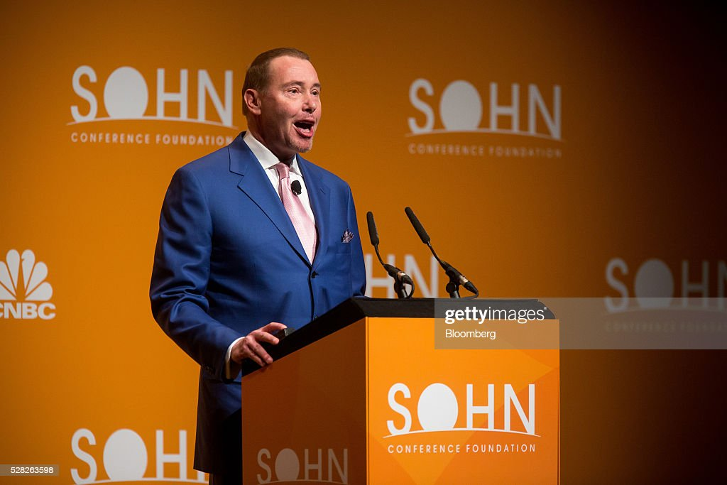 Jeffrey Gundlach, chief executive officer and chief investment officer of DoubleLine Capital LP, speaks during the 21st annual Sohn Investment Conference in New York, U.S., on Wednesday, May 4, 2015. Since 1996 the Sohn Investment Conference has brought together the world's savviest investors to share fresh insights and strategies in support of pediatric cancer research and treatment. Photographer: Michael Nagle/Bloomberg via Getty Images