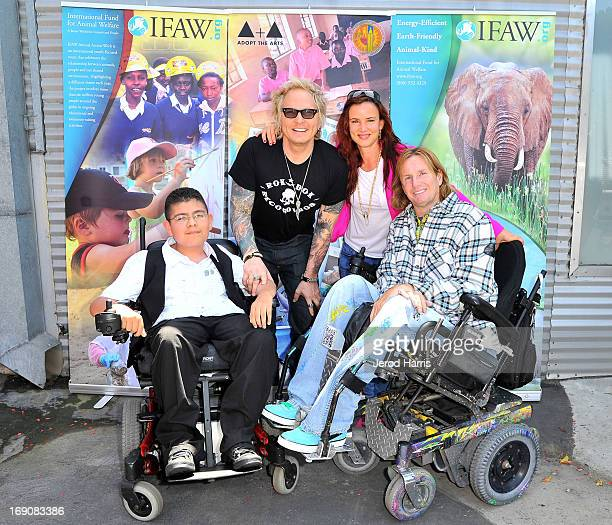 Jeffrey Perez Matt Sorum Juliette Lewis and artist Tommy Hollenstein attend IFAW Adopt the Arts and the Los Angeles Unified School District's Love...