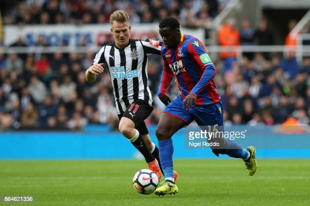 Jeffrey Schlupp of Crystal Palace is chased by Matt Ritchie of Newcastle United during the Premier League match between Newcastle United and Crystal...