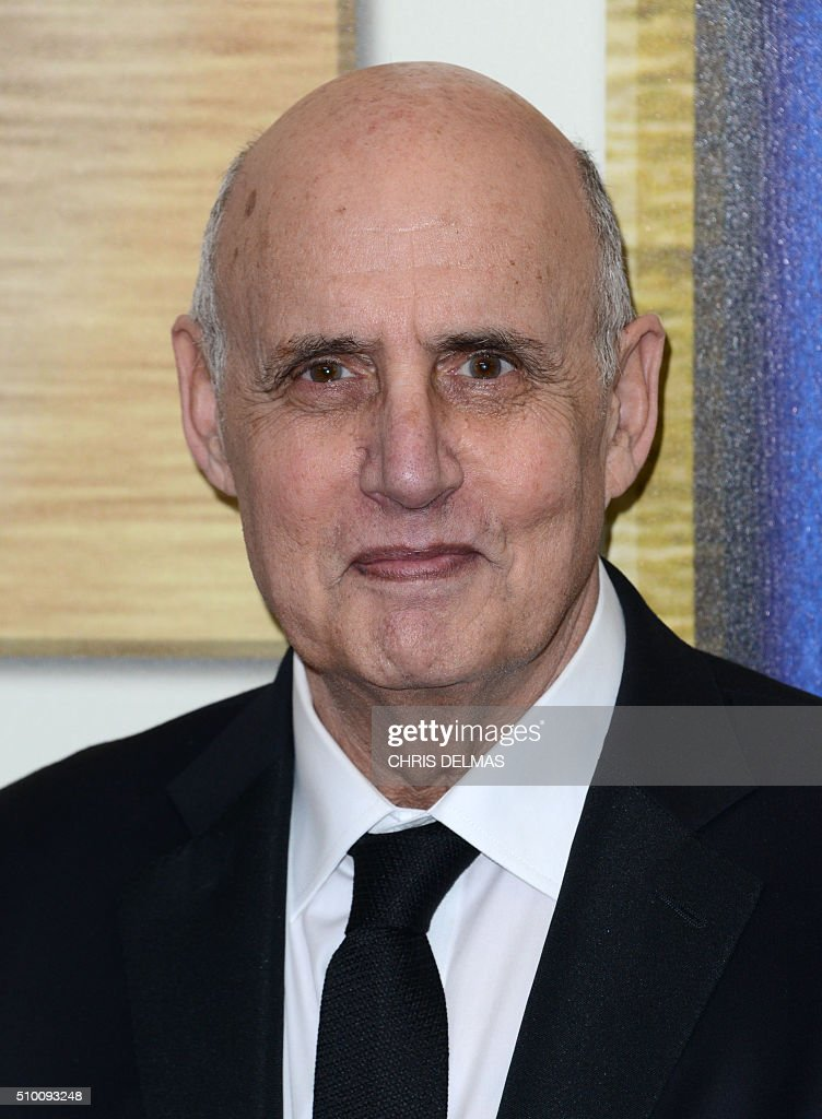 Jeffrey Tambor arrives for the Writers Guild Awards in Century City, California, February 13, 2016. / AFP / CHRIS DELMAS