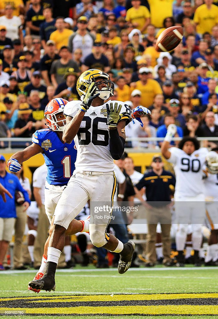 Jehu Chesson #86 of the Michigan Wolverines catches a pass past Vernon Hargreaves III #1 of the Florida Gators during the second half of the Buffalo Wild Wings Citrus Bowl game at Orlando Citrus Bowl on January 1, 2016 in Orlando, Florida.