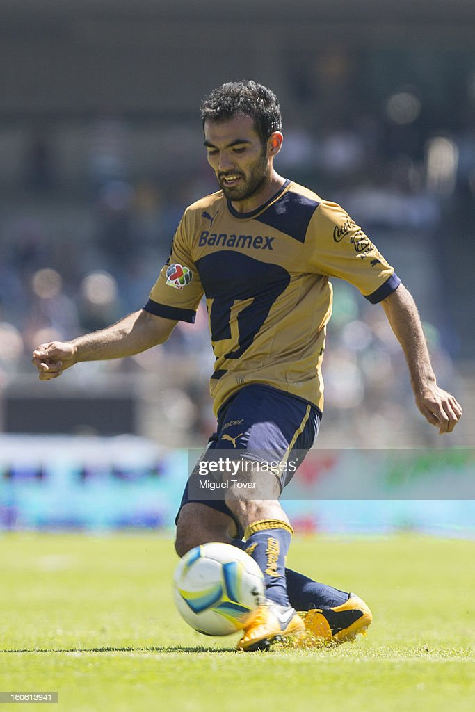 Jehu Chiapas of Santos in action during a match between Pumas and Santos as part of the Clausura 2013 at Olímpico Stadium on February 03, 2013 in Mexico City, Mexico.