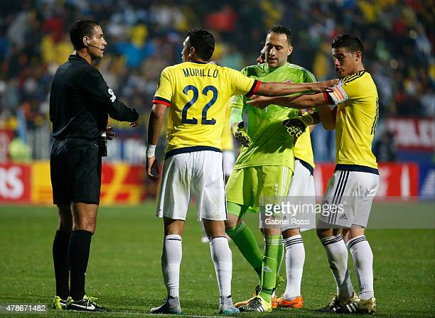 Jeison Murillo of Colombia appeals to referee Roberto Garcia during the 2015 Copa America Chile quarter final match between Argentina and Colombia at...