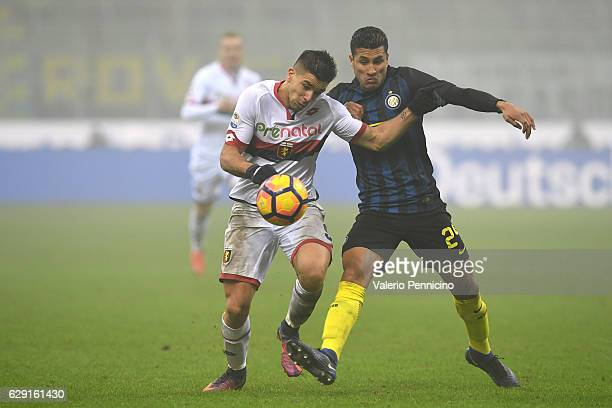 Jeison Murillo of FC Internazionale competes with Giovanni Simeone of Genoa CFC during the Serie A match between FC Internazionale and Genoa CFC at...